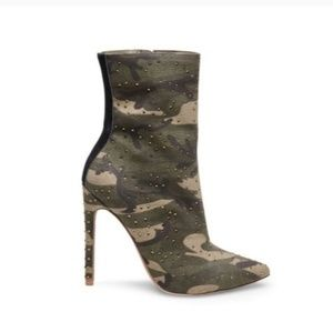STEVE MADDEN Camouflage Ankle booties size 8